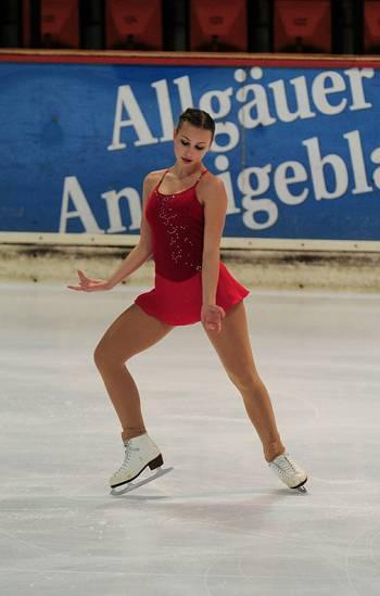 Antonia   Jahrgangsstufe: 1999 / Kürklasse: 1 / Eistanzklasse: Basis